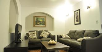 Our Place Is A Place For Fun,comfortable And Clean For Our Visitors. - Denver - Living room