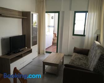 Apartamentos Torrelaguna - Vera - Wohnzimmer