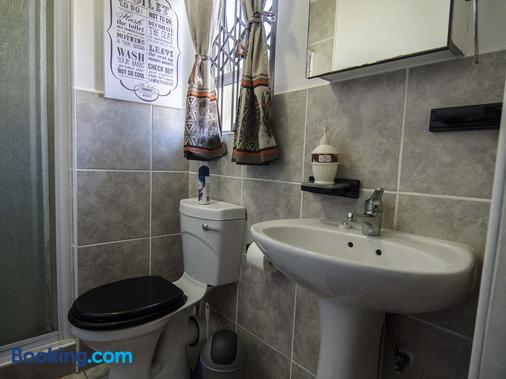 Jothams Guest House - Durban - Bathroom