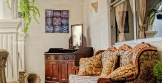 La Casa Tiquicia - Antigua - Olohuone