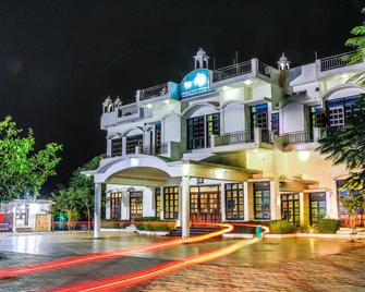 Gulmohar Sariska Resort - Shahpura (Jaipur) - Building