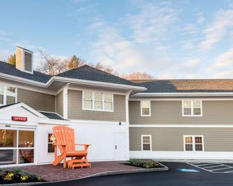 Howard Johnson by Wyndham Quincy/Boston - Квінсі - Building