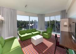 Park Inn by Radisson Meriton Conference&Spa Tallin - Tallinn - Living room