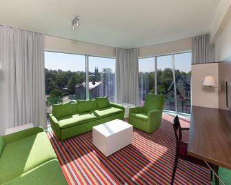 Park Inn by Radisson Meriton Conference&Spa Tallin - Tallin - Sala de estar