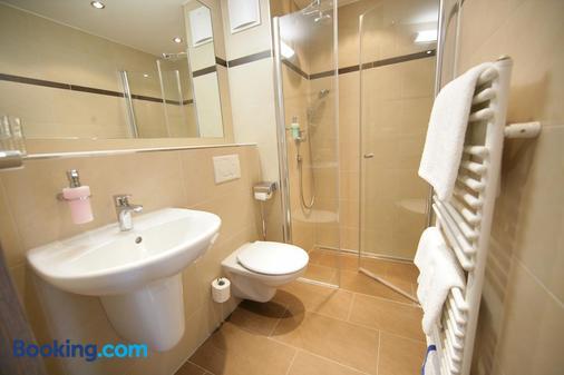 Hotel Schwörer - Titisee-Neustadt - Bathroom