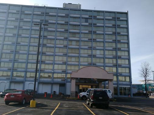 University Hotel & Suites - Cleveland - Building