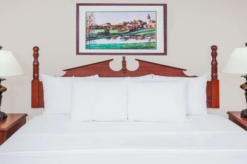 Baymont by Wyndham Elkhart - Elkhart - Phòng ngủ