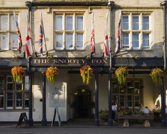 The Snooty Fox - Tetbury - Building