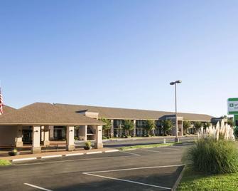 Wyndham Garden Lake Guntersville - Guntersville - Building