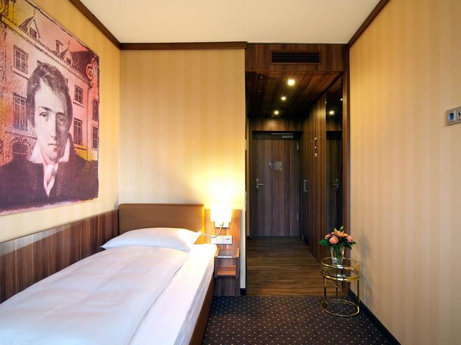 Living Hotel Düsseldorf By Derag - Düsseldorf - Bedroom