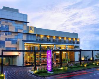 Quest Hotel Simpang Lima - Semarang By Aston - Semarang - Building