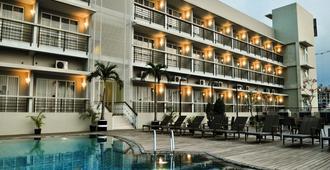 Quest Hotel Simpang Lima - Semarang By Aston - Semarang