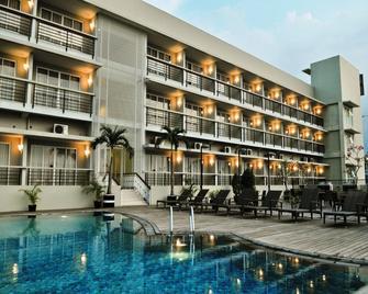 Quest Hotel Simpang Lima - Semarang By Aston - Semarang - Toà nhà