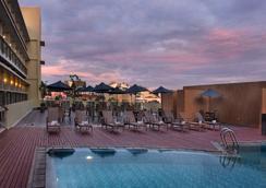 Quest Hotel Simpang Lima - Semarang - Semarang - Pool