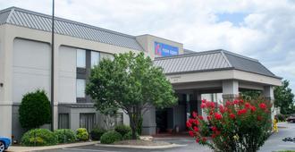 Motel 6 Conway - Conway - Building