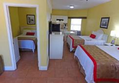 Ramada by Wyndham & Suites South Padre Island - South Padre Island - Bedroom