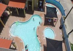 Ramada by Wyndham & Suites South Padre Island - South Padre Island - Pool