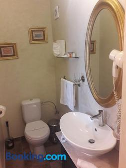 Hotel Boutique Monaco - Bucharest - Phòng tắm