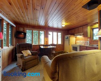 Water's Edge - Greenville - Living room