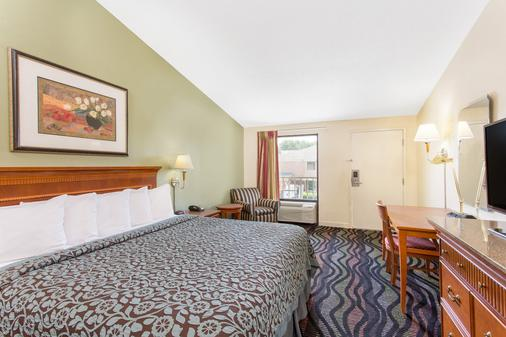 Days Inn by Wyndham Florence/I-95 North - Florence - Bedroom