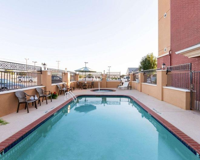Comfort Inn & Suites Regional Medical Center - Abilene - Piscina