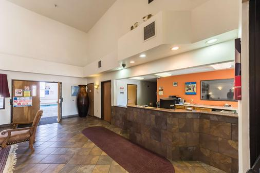 Motel 6 Junction - Junction - Front desk