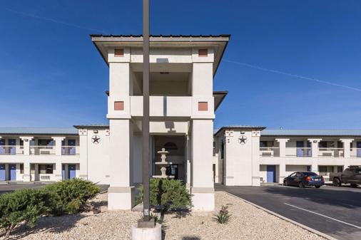Motel 6 Junction - Junction - Building