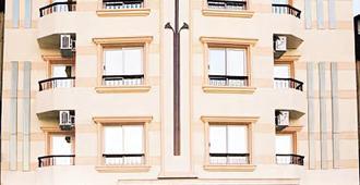 Susanna - לוקסור - בניין