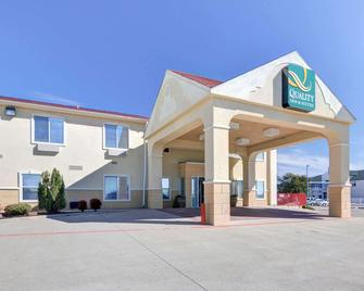 Quality Inn & Suites Terrell - Terrell - Building