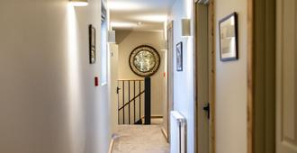 Black Horse - Arundel - Hallway