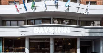 Days Inn Montevideo - Montevideo - Gebäude