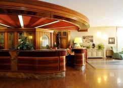 Parkhotel Oasi - Garda - Front desk