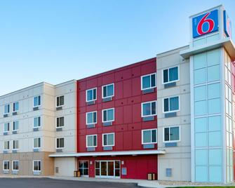 Motel 6 Swift Current SK - Swift Current - Building
