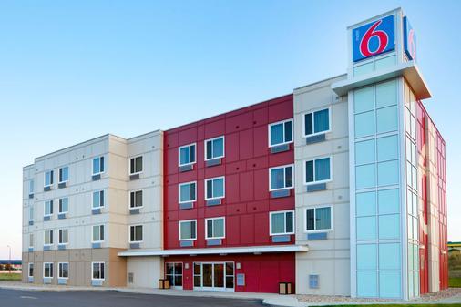 Motel 6 Swift Current SK - Swift Current - Rakennus