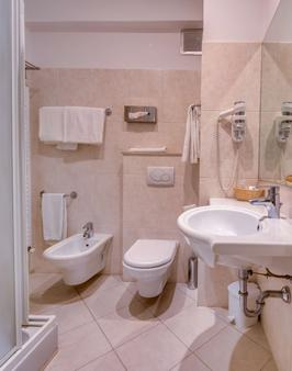 Best Western Hotel Nuovo - Garlate - Bathroom