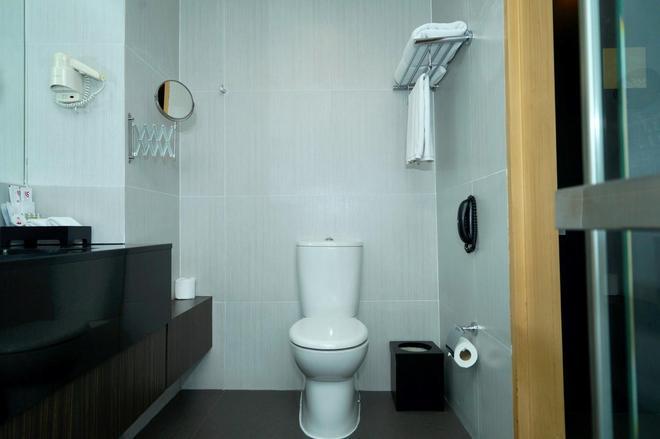 Amaranth Suvarnabhumi Airport, BW Premier Collection - Bangkok - Bathroom