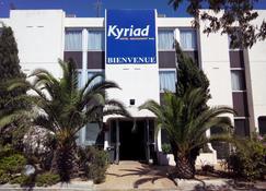 Kyriad Marseille Ouest Martigues - Martigues - Building