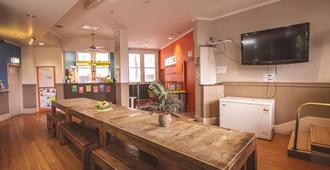 Mad Monkey Backpackers Bayswater - Sídney - Comedor