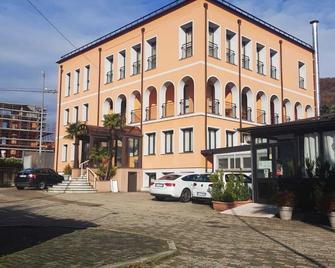 Hotel Socrate - Ponte Tresa - Gebouw
