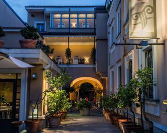 Hotel Forum - Pompei - Building