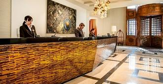 Continental Hotel Budapest - Budapest - Front desk