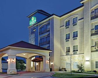 La Quinta Inn & Suites By Wyndham Dfw Airport West - Euless - Euless - Gebäude