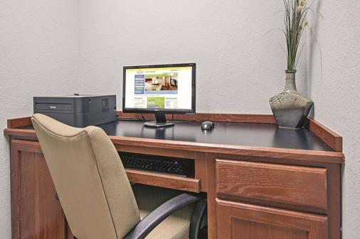La Quinta Inn & Suites By Wyndham Dfw Airport West - Euless - Euless - Business Center