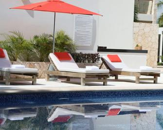 Bahia Principe Vacation Rentals - Quetzal - 1-Bedroom Apts. - Akumal - Pool