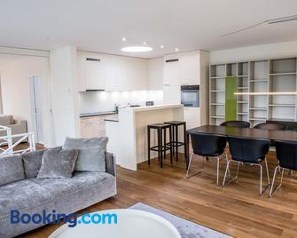 Serviced City Apartments - Zug - Wohnzimmer