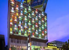 Maxonehotels At Tidar Surabaya - Surabaya - Edificio