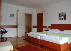 Fenyes Vinorium Panzio - Ödenburg - Schlafzimmer