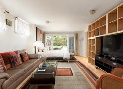 Private and Cozy Home in Kerrisdale - Vancouver - Wohnzimmer