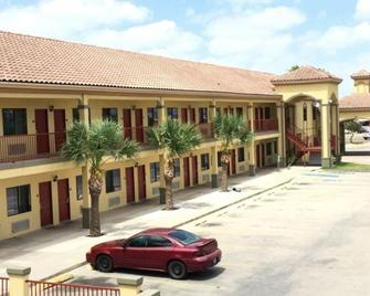 Boca Chica Inn & Suites Brownsville - Brownsville - Κτίριο