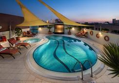 薩伏依套房公寓酒店 - 杜拜 - 杜拜 - 游泳池
